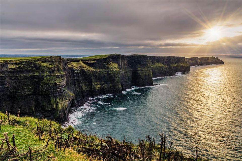 This image has an empty alt attribute; its file name is cliffs-of-moher-website.jpg